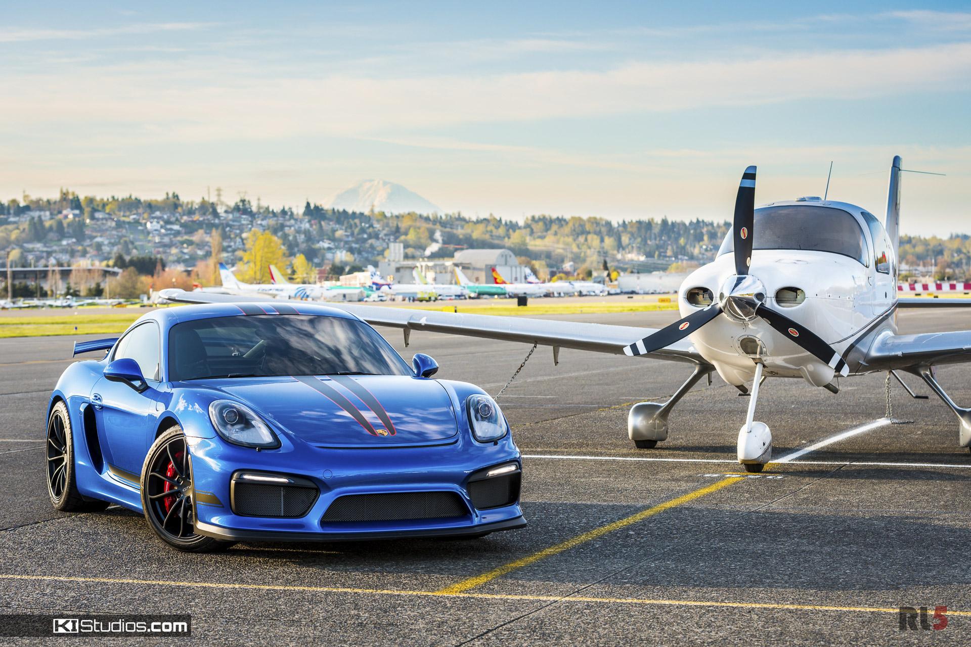 Porsche 981 Cayman GT4 with Plane - KI Studios